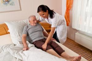 האם עלות בית אבות לסיעודיים באמת יותר יקר ממטפלת?