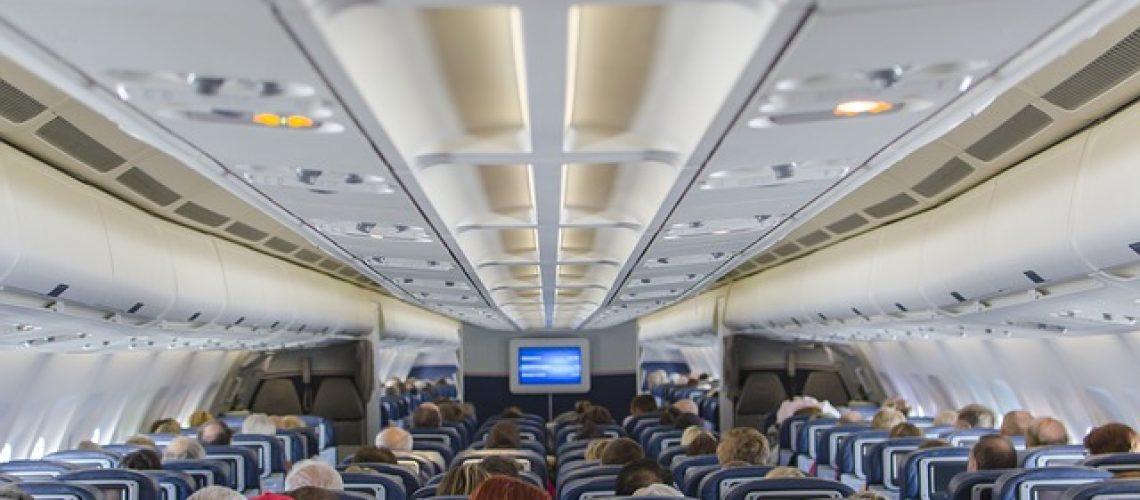 להעסיק את הילדים בטיסה