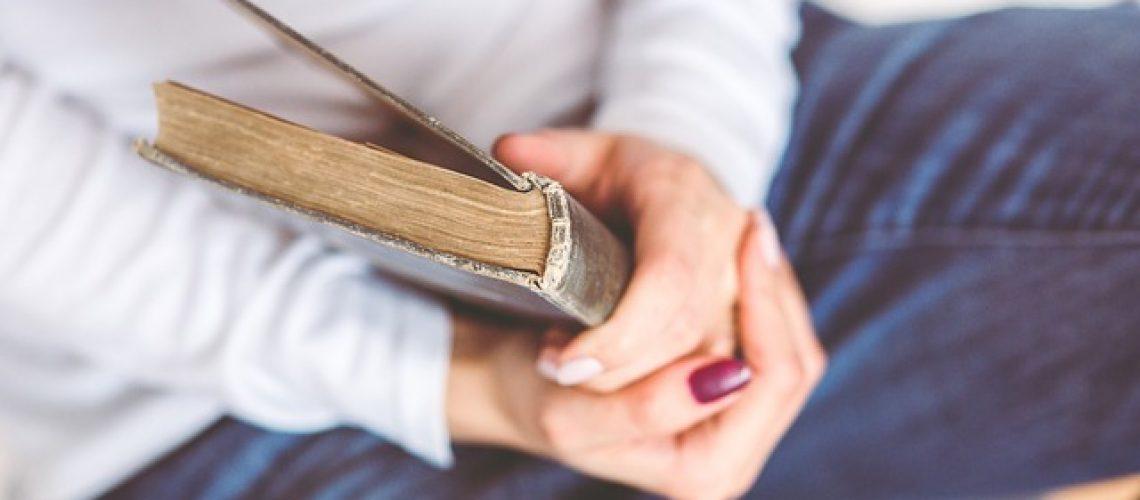 למה ספרים מרתקים אותנו