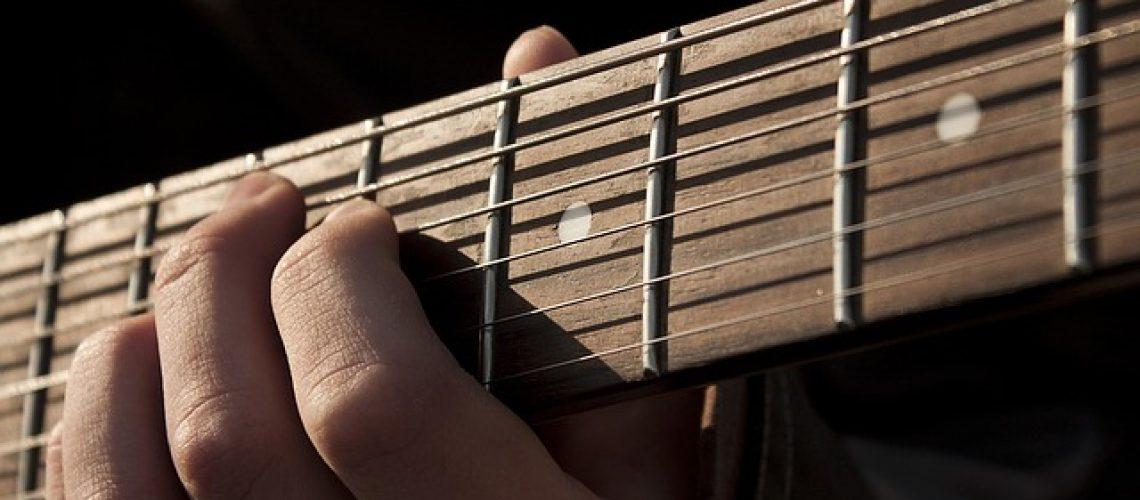 גיטרה, ללמוד לבד או עם מורה פרטי?